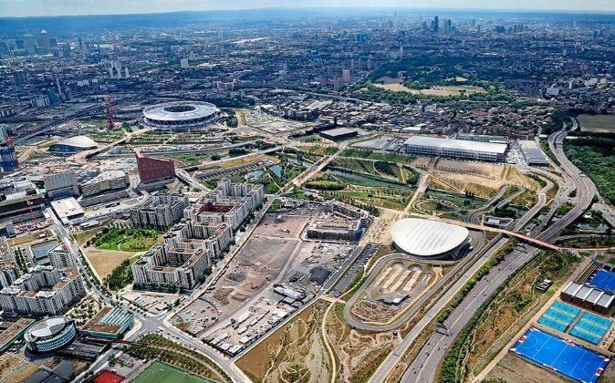 El recinto olímpico se ha convertido en un gran parque, una zona...