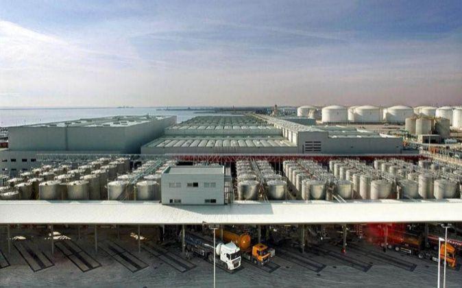 Centro logístico del sector químico en el Puerto de Barcelona.