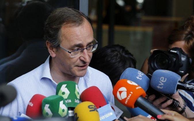 El exministro de Sanidad y candidato popular a lehendakari, Alfonso...