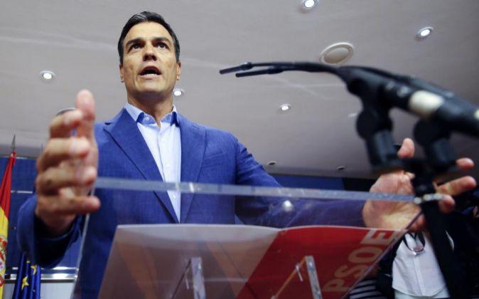El líder del PSOE, Pedro Sánchez, durante la rueda de prensa en el...