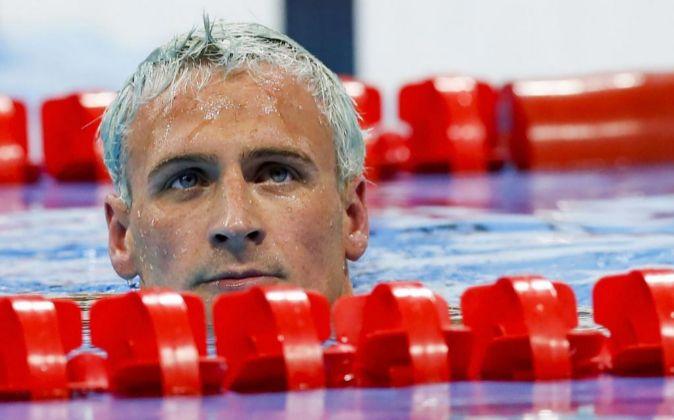 El nadador estadounidense Ryan Lochte tras su competición en la final...