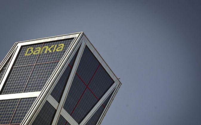 Logotipo de Bankia en su sede de las Torres Kio en Madrid.