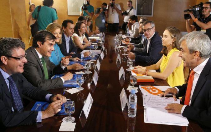 Los integrantes del equipo negociador del PP, Álvaro Nadal, José...