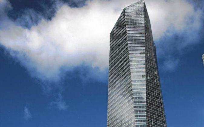 Vista del rascacielos Torre Cristal en Madrid, propiedad de Mutua...