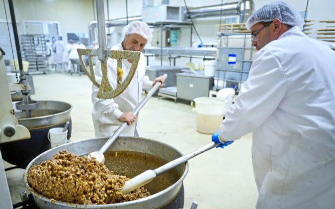La plantilla de Delaviuda Confectionery Group se compone de casi 500...