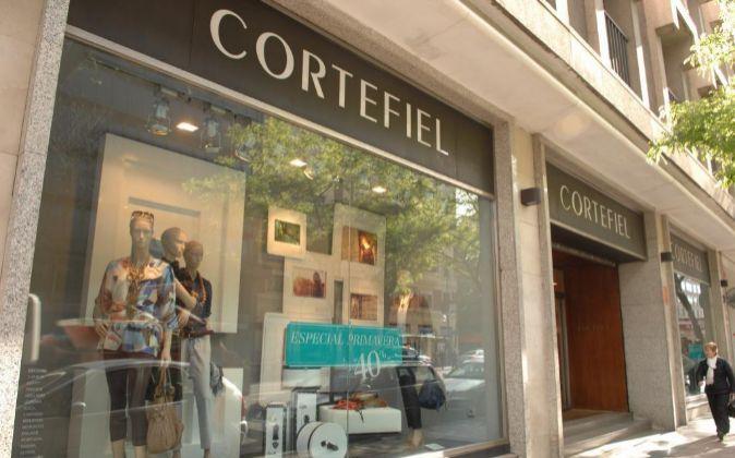 Escaparate de un establecimiento perteneciente a Grupo Cortefiel.