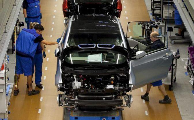 Empleados en una fábrica en Alemania.