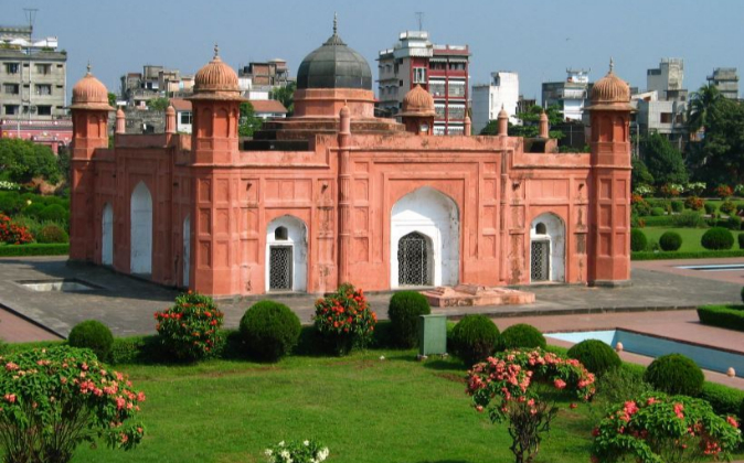 Mausoleo bengalí en Dhaka, capital de Bangladesh.