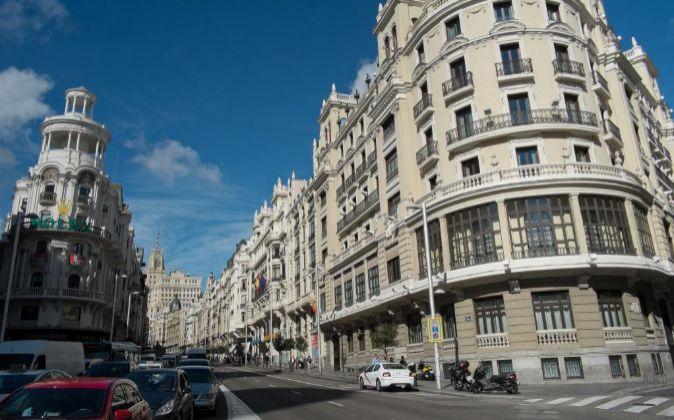 Imagen de Gran Vía en Madrid. Esta centenaria calle madrileña atrae...