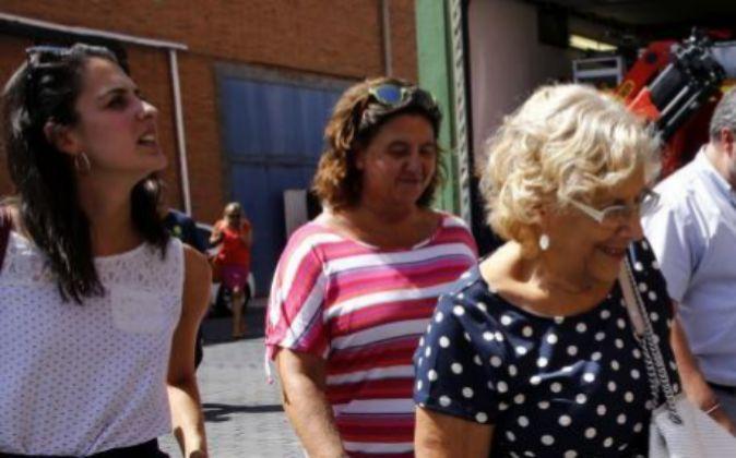 La portavoz del Gobierno municipal, Rita Maestre (i) junto a la...