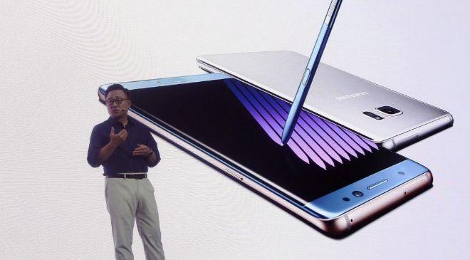 El director de la división de telefonía móvil de Samsung, Koh...
