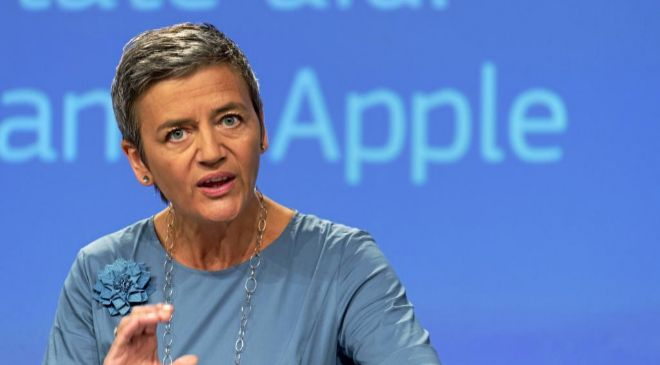 Margrethe Vestager, comisaria europea de Competencia, que sustituyó a...