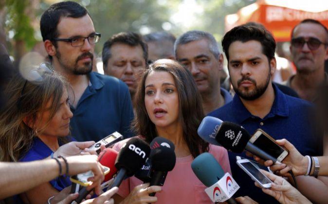 La líder de Ciutadans, Inés Arrimadas, atiende a los medios de...
