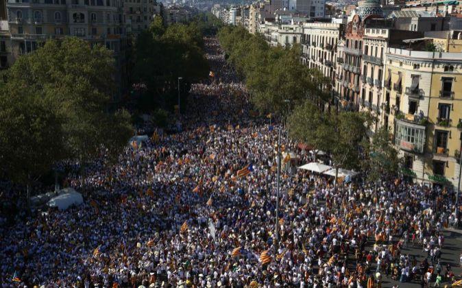 Miles de asistentes a la concentración convocada por diversas...