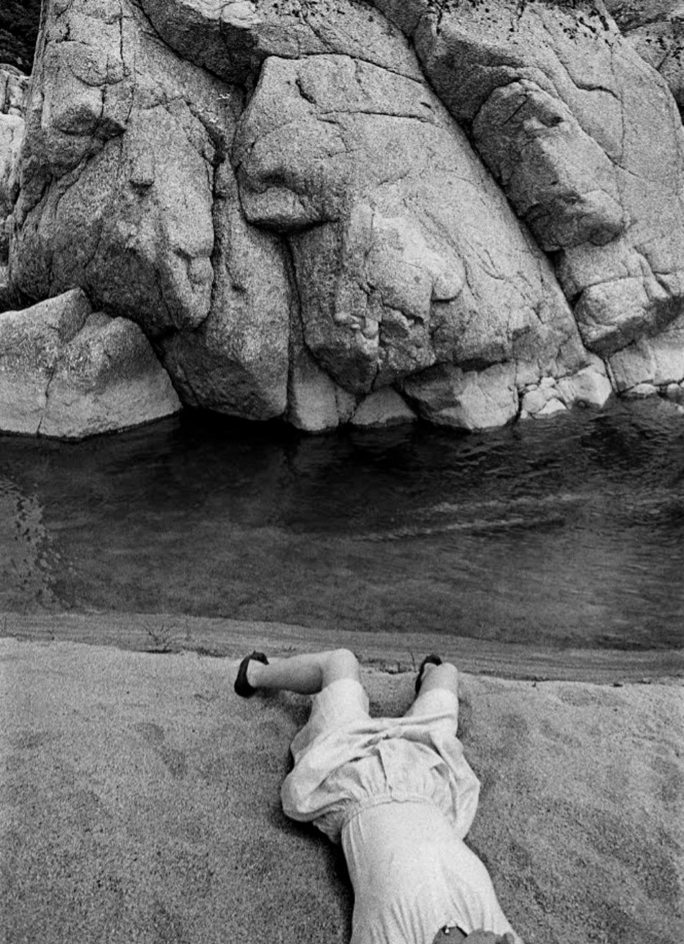 Rocas y cuerpo de mujer, Las Huertas, 1980....