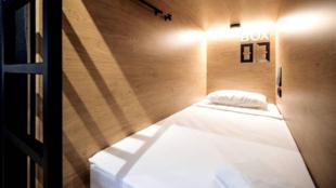 Una de las habitaciones cápsula del hotel InBox, en San Petersburgo....