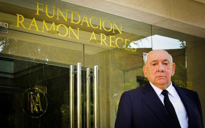 Isidoro Álvarez antes de entrar en la junta de accionistas de El...