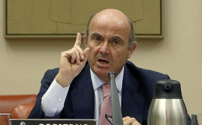 El ministro Luis de Guindos, ayer durante su comparecencia en la...