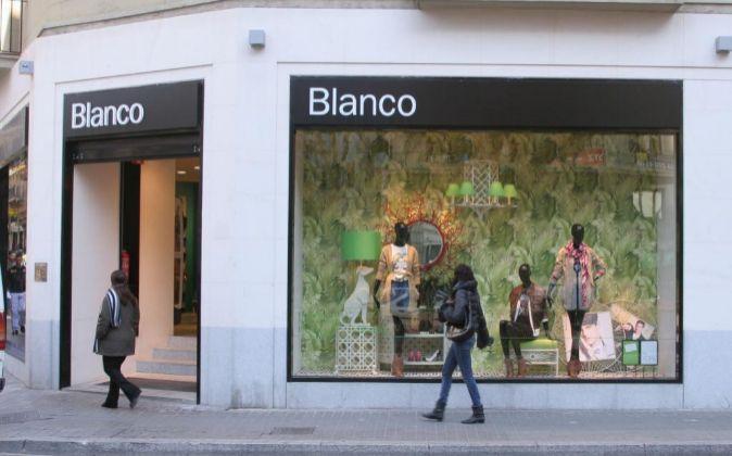 Tienda de Blanco en la Avenida Diagonal en Barcelona.