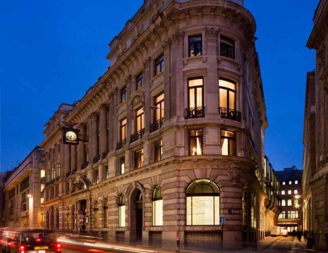 El edificio se localiza en la calle King William, en la City de...