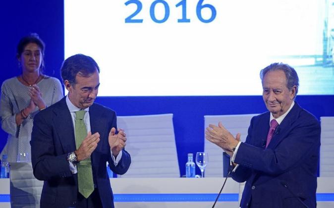 Juan Miguel Villar Mir junto a su hijo Juan Villar Mir de Fuentes