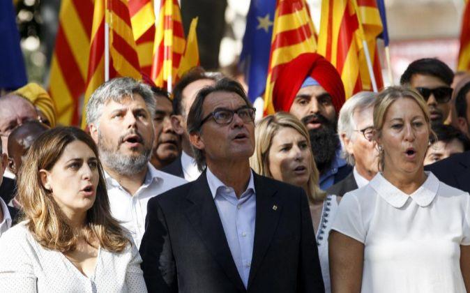El expresidente de la Generalitat de Catalunya Artur Mas (c).