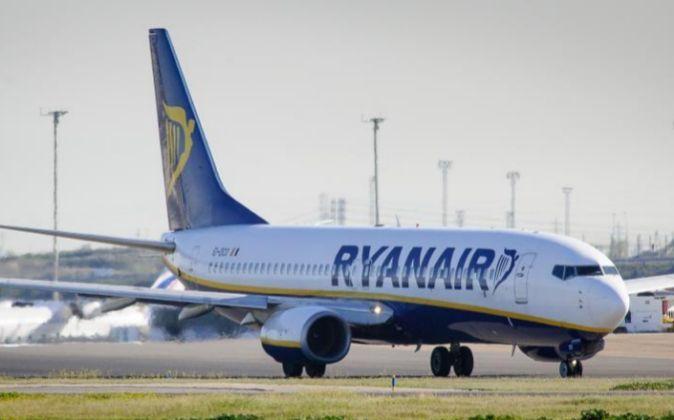 Avión de Ryanair en el aeropuerto de Barajas.