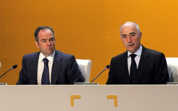 Rafael del Pino (d) e Iñigo Meirás en la Junta General de...
