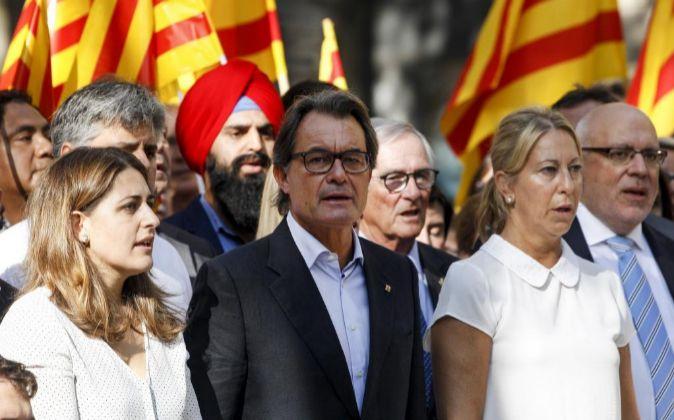El expresidente de la Generalitat de Catalunya Artur Mas (c) asiste a...