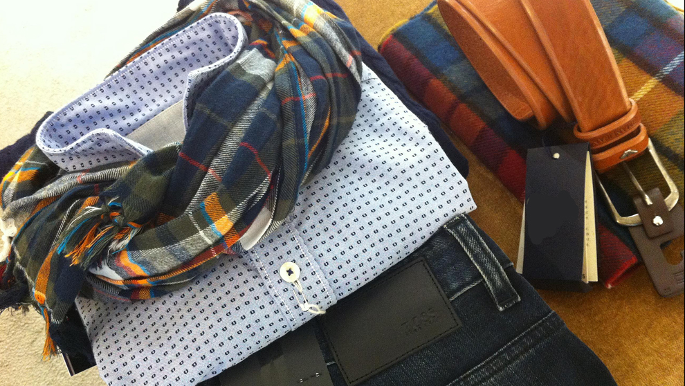 combinar chaqueta tartan con camiseta rayas