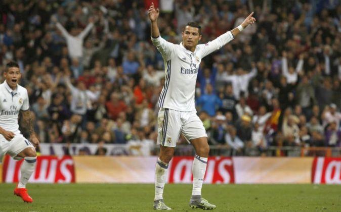 Cristiano Ronaldo celebra un gol del Real Madrid en el Santiago...