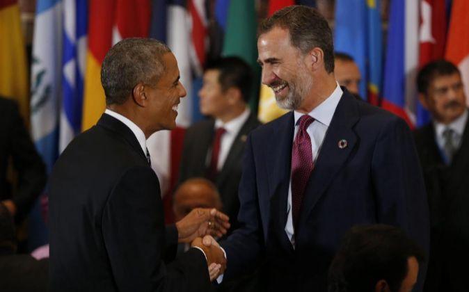 El presidente estadounidense, Barack Obama (I) y el rey Felipe VI de...