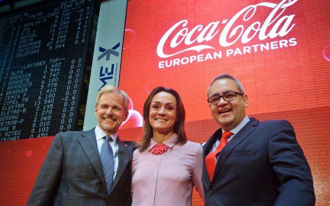 La presidenta de Coca-Cola Iberian Partners, Sol Daurella, acompañada...