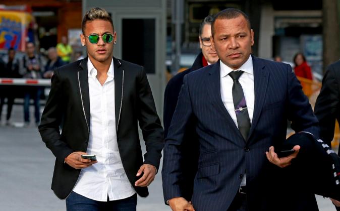Neymar Da Silva y su padre Neymar Da Silva Santos el pasado febrero en...