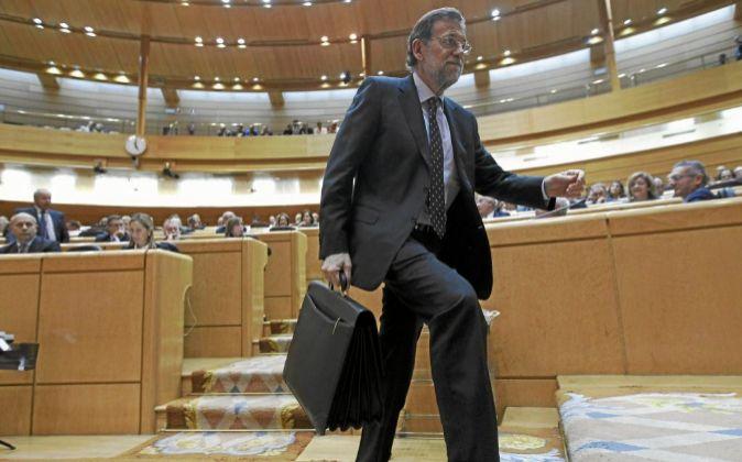 El presidente del Gobierno, Mariano Rajoy, abandona el hemiciclo...
