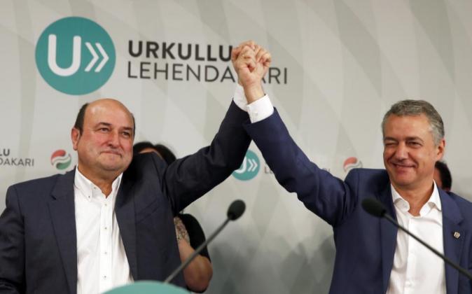 El presidente del PNV Andoni Ortuzar y el lehendakari Iñigo Urkullu...