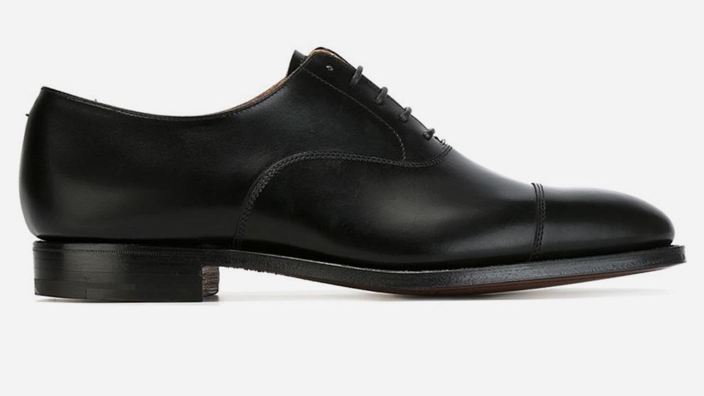 El primero imprescindible en todo armario masculino es un zapato...