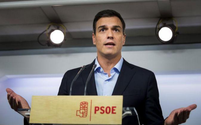 El líder del PSOE, Pedro Sánchez, durante su comparecencia ante los...