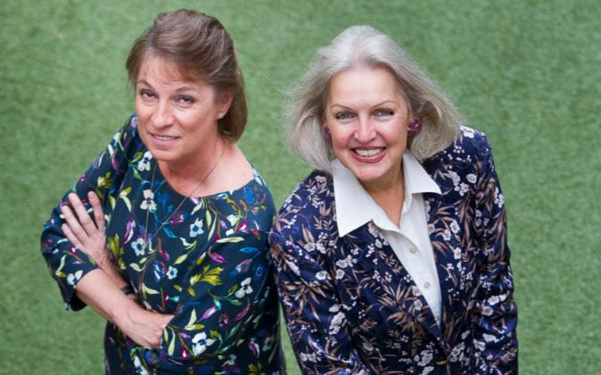 Marianne Hudson, directora de ACA, y Candace Johnson, presidenta de...