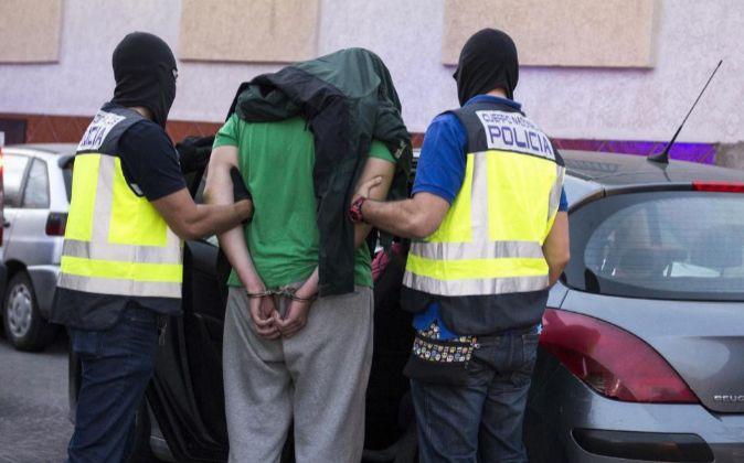 En España fueron detenidas tres personas -dos en Barcelona y una en...