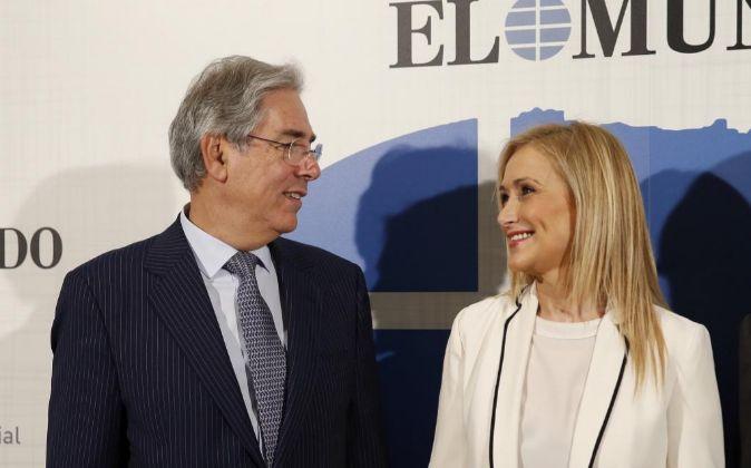 La presidenta de Madrid, Cristina Cifuentes, con el presidente de...