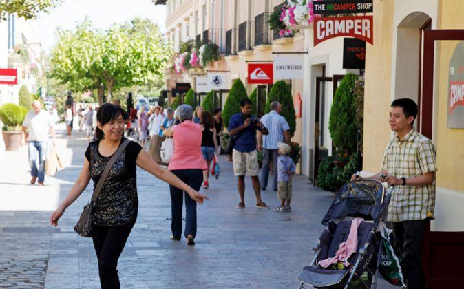 Las compras de los turistas chinos crecieron en La Roca Village (en la...