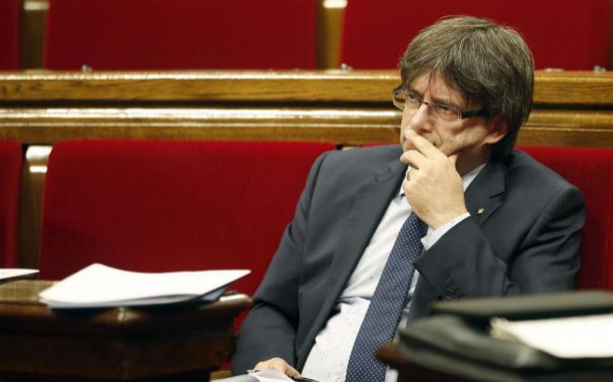 El presidente de la Generalitat, Carles Puigdemont, ayer durante la...