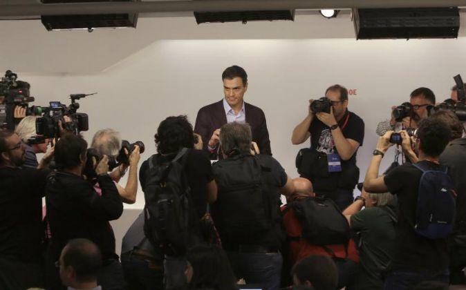 El secretario general del PSOE, Pedro Sánchez, durante la rueda de...