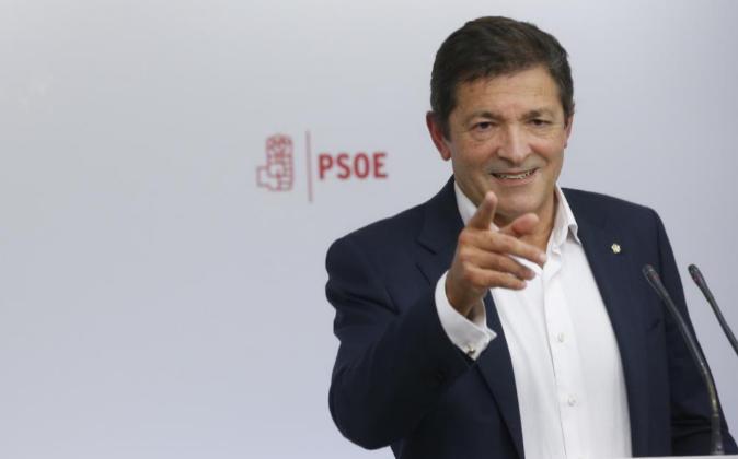El secretario general de la FSA y jefe del Ejecutivo asturiano, Javier...