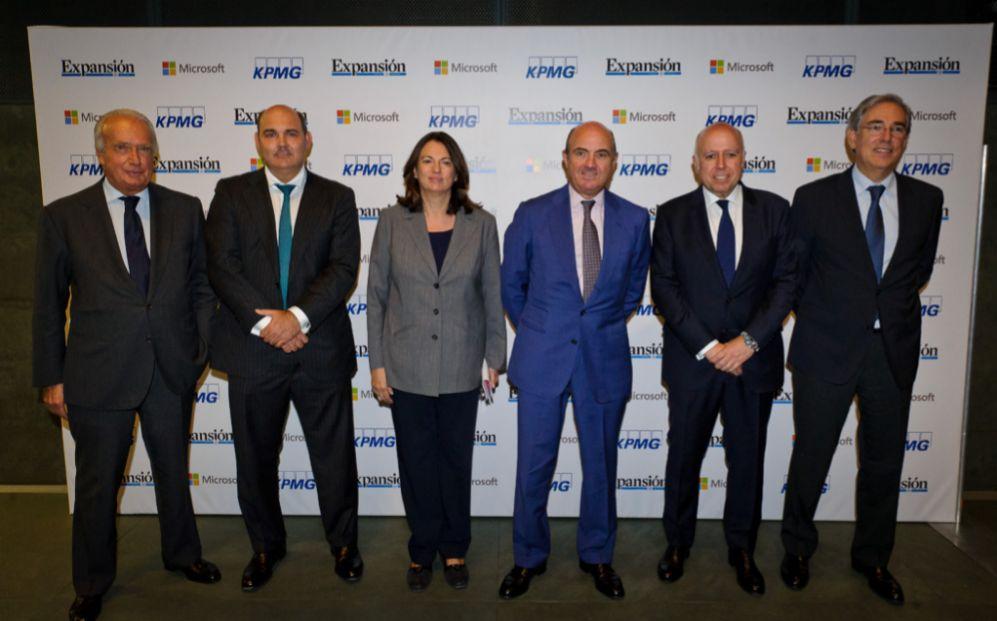 De izquierda a derecha, Giampaolo Zambeletti, vicepresidente de Unidad...