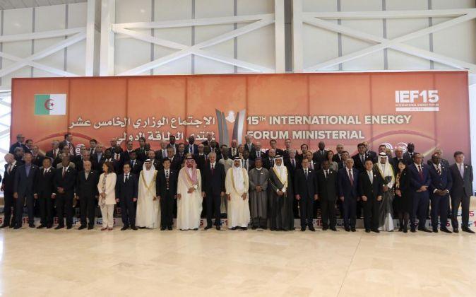 Imagen de la reunión informal de la OPEP en Argelia celebrada la...