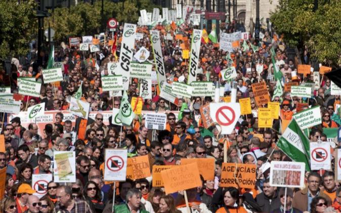 Funcionarios de la administración andaluza y opositores, en su...