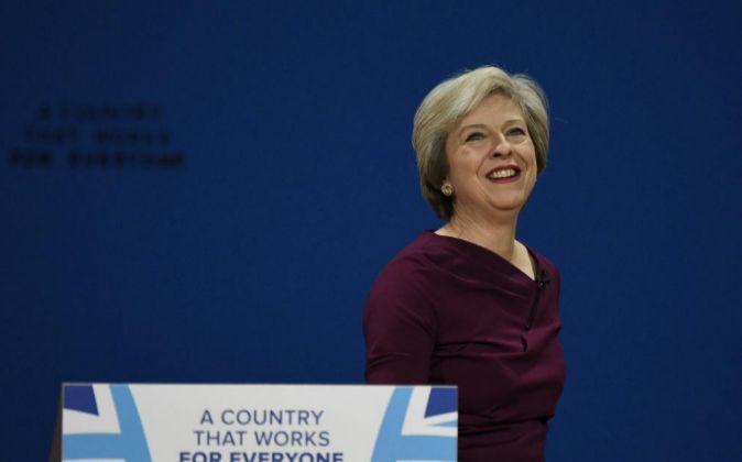 La primera ministra británica, Theresa May, antes de pronunciar su...