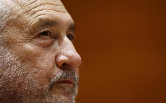 El Nobel de Economía Joseph E. Stiglitz durante la presentación de...
